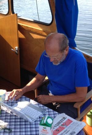 Sverker skriver ombord på Marina